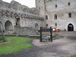 внутри ракверского замка